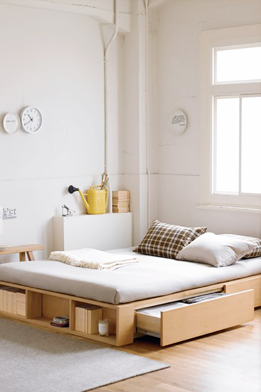 12 Small Space Bedroom Ideas The Decorating Dozen