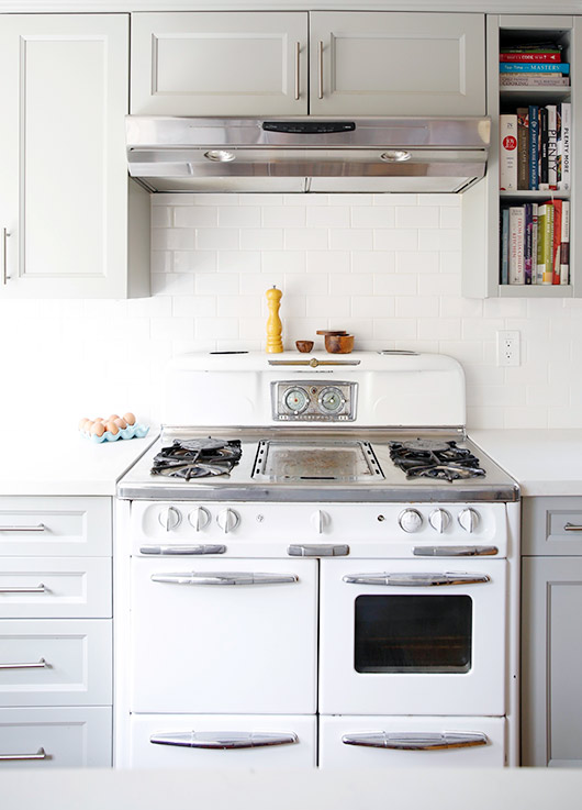 modern kitchen with vintage stove / sfgirlbybay