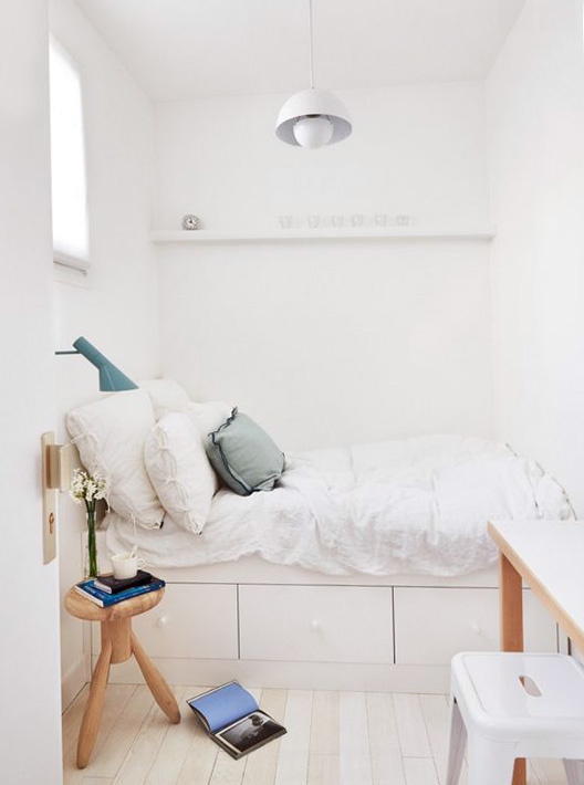bedroom designed by A + B Kasha with built-in bed with drawers via Apartment therapy. / sfgirlbybay