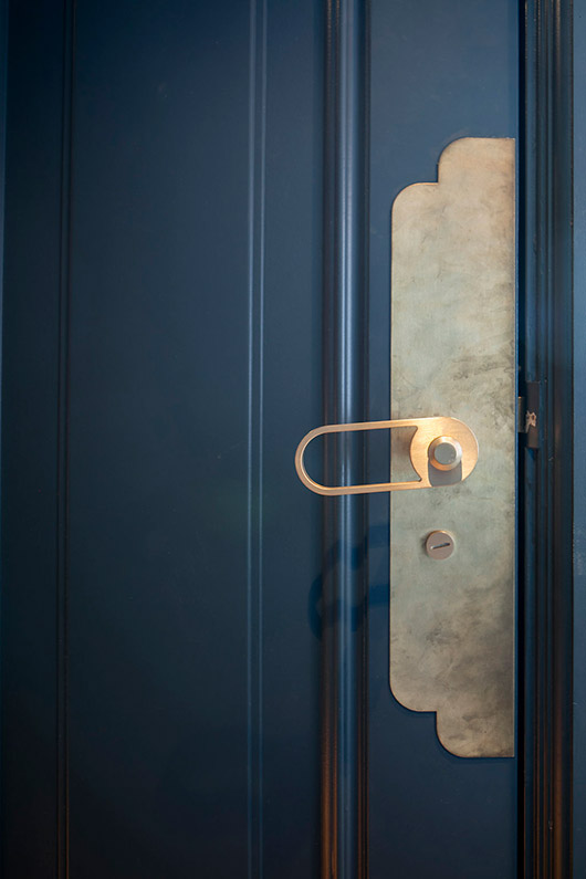 blue and gold door with unique handle at café waldeck. / sfgirlbybay