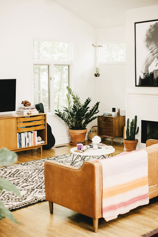 modern living room with oversized black and white print / sfgirlbybay